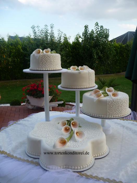 Torte 14 Tortengrößen ca.: 38, 26, 22 und 18 cm, je nach ...