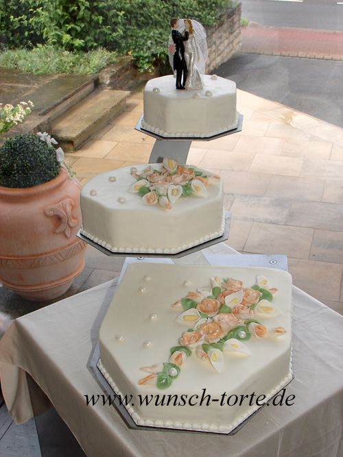 Torte 1, Einzelne Tortengrößen von ca.: 34x38 cm, 27x27 cm und 19x19 ...